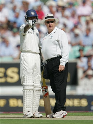 India's Wasim Jaffer talks to umpire Ian Howell about the sight screen position as they play England during the third cricket test at the Oval cricket ground in London on Thursday.