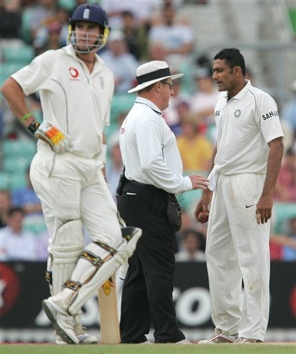 Umpire Ian Howell, center, talks to India's Anil Kumble following a collision between him and England's Kevin Pietersen, at left, on the fifth days play of the third cricket test at the Oval cricket ground in London Monday, Aug. 13, 2007.