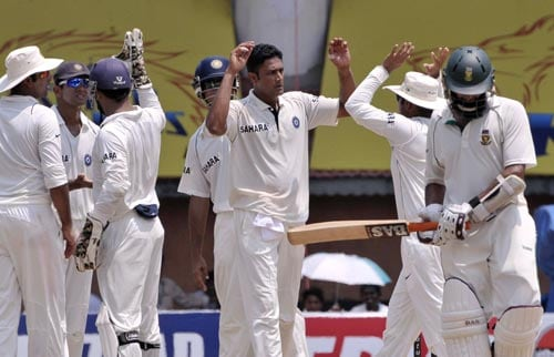 Anil Kumble, third right, and his teammates celebrate dismissal of South Africa's Hashim Amla, right, during the fifth day of first Test of Future Cup series in Chennai on Sunday, March 30, 2008.