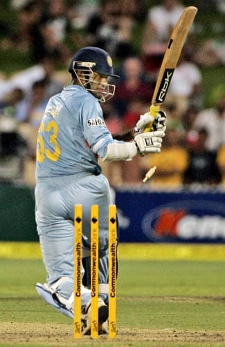 India began losing quick wickets. Irfan Pathan, after his fine 31, tried to slog one off Ishara Amarasinghe only to be bowled.