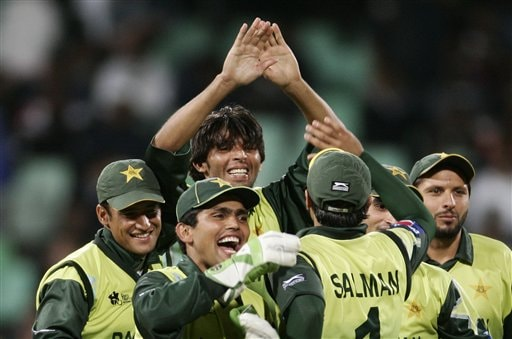 Pakistan's cricket player Muhammad Asif, without cap, along with his teammates celebrates the dismissal of India's Yuvraj Singh during their Twenty20 World Championship Cricket in Durban, South Africa, Friday, Sept. 14, 2007.