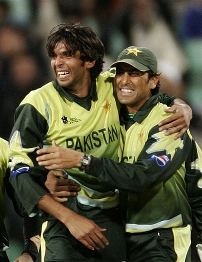 Pakistan cricket player Muhammad Asif, left and Younis Khan celebrate the dismissal of India's Dinesh Karthik during the Twenty20 World Championship Cricket in Durban, South Africa, Friday, Sept. 14, 2007.