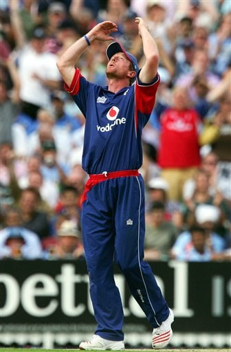 England's Paul Collingwood celebrates after taking the catch to dismiss India's Sachin Tendulkar during the sixth one day international cricket match against England at the Oval, London, Wednesday, Sept. 5, 2007.