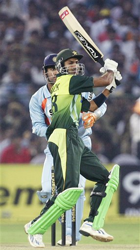 Pakistan's Shoaib Malik, foreground, hits a shot during the fifth one-day international match in Jaipur on Sunday, Nov 18, 2007.