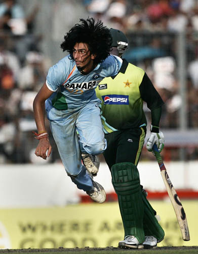 Ishant Sharma bowls against Pakistan in the final in Mirpur.