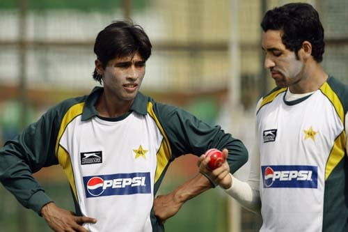 Mohammad Aamir and Umar Gul check a ball at a practice session ahead of the second Test between Sri Lanka and Pakistan in Colombo. (AP Photo)