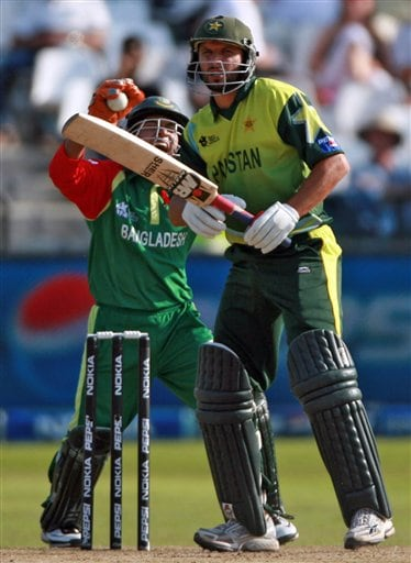 Bangladesh's wicketkeeper Mushfiqur Rahim, back, appeals for a caught behind to dismiss Pakistan's Shahid Afridi, front, during their ICC Twenty20 Cricket World Cup match in Cape Town, South Africa, Thursday Sept. 20, 2007.