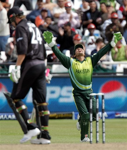 Pakistan's wicketkeeper Kamran Akmal, right, celebrates after taking a catch to dismiss New Zealand's batsman Jacob Oram, left, for 1 run during their Semi Finals of the Twenty20 World Championship cricket match against New Zealand at the Newlands Stadium in Cape Town, South Africa, Saturday, Sept. 22, 2007.