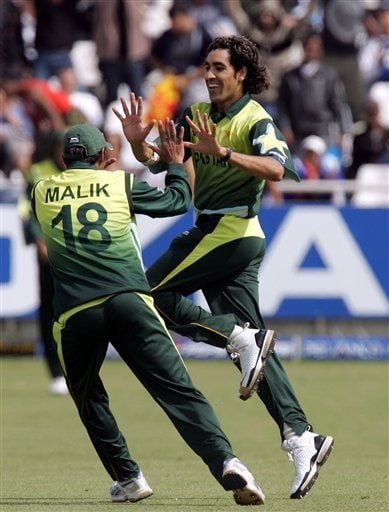 Pakistan's bowler Umar Gul, right, celebrates with captain Shoaib Malik, left, after dismissing New Zealand's batsman Peter Fulton, unseen, for 10 runs during their semifinal in the Twenty20 World Championship at the Newlands Stadium in Cape Town, South Africa, Saturday, Sept. 22, 2007.