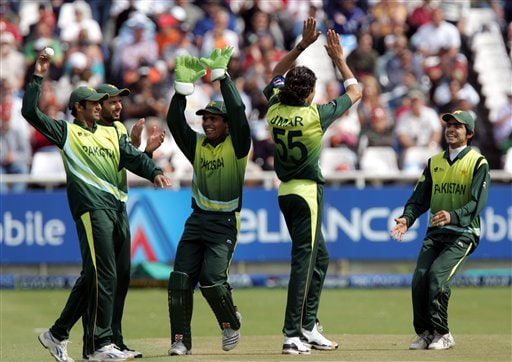Pakistan's bowler Umar Gul, second from right, celebrates dismissing New Zealand's batsman Peter Fulton, unseen, for 10 runs during their semifinal in the Twenty20 World Championship at the Newlands Stadium in Cape Town, South Africa, Saturday, Sept. 22, 2007.