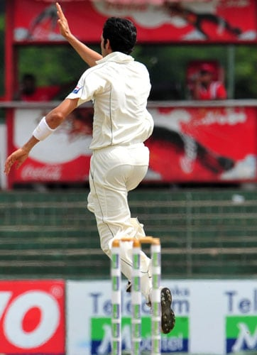 Umar Gul celebrates the dismissal of unseen Malinda Warnapura on the second day of the third and final Test at The Sinhalese Sports Club in Colombo. (AFP Photo)