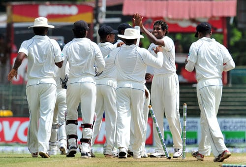 Thilan Thushara celebrates with teammates the dismissal of Saeed Ajmal on the second day of the third and final Test at The Sinhalese Sports Club in Colombo. (AFP Photo)