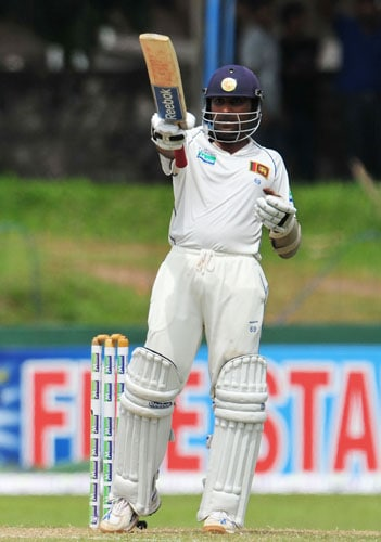 Mahela Jayawardene raises his bat to the crowd after scoring a half-century on the second day of the third and final Test at The Sinhalese Sports Club in Colombo. (AFP Photo)