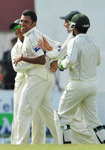 Danish Kaneria is congratulated by his teammates after dismissing unseen Mahela Jayawardene on the second day of the third and final Test at The Sinhalese Sports Club in Colombo. (AFP Photo)