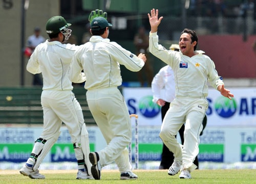 Saeed Ajmal celebrates with teammates the dismissal of Thilan Samaraweera on the second day of the third and final Test between Sri Lanka and Pakistan at The Sinhalese Sports Club in Colombo. (AFP Photo)