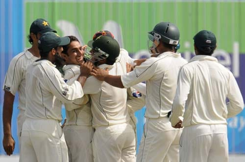 Saeed Ajmal celebrates with teammates after the dismissal of Thilan Samaraweera during the third day of the first Test match between Pakistan and Sri Lanka at The Galle International Stadium in Galle. (AFP Photo)