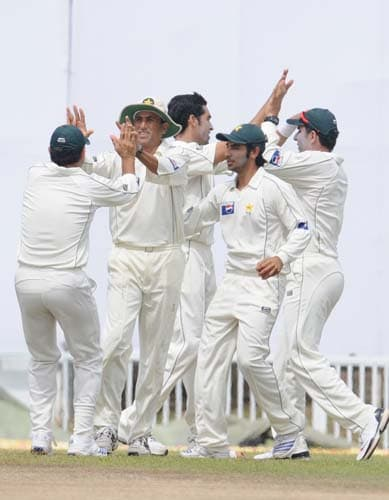 Umar Gul celebrates with teammates after dismissing Malinda Warnapura during the third day of the first Test match between Pakistan and Sri Lanka at The Galle International Stadium. (AFP Photo)