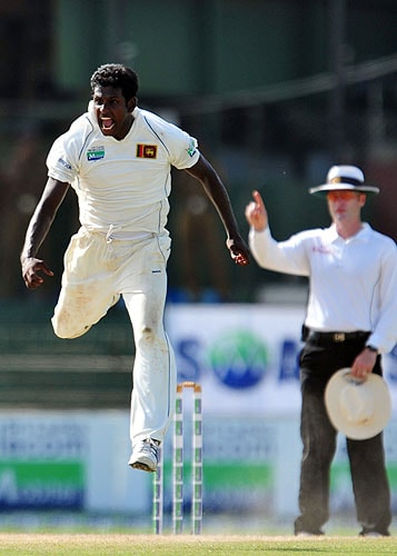 Angelo Mathews celebrates after dismissing of Misbah-ul-Haq during the third day of the third and final Test match between Sri Lanka and Pakistan at The Sinhalese Sports Club in Colombo. (AFP Photo)