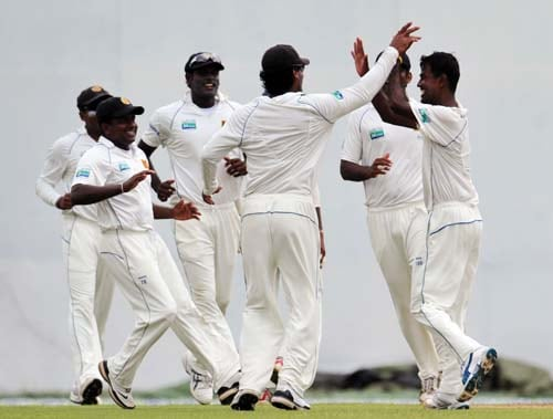 Nuwan Kulasekara celebrates with teammates the dismissal of Misbah-ul-Haq during the first day of the second Test match between Pakistan and Sri Lanka at The P. Saravanamuttu Stadium in Colombo. (AFP Photo)