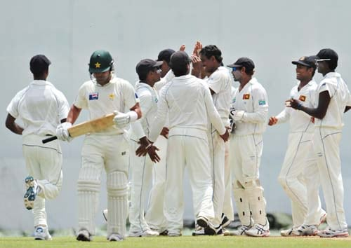 Thilan Thushara celebrates with teammates the dismissal of Kamran Akmal during the first day of the second Test match between Pakistan and Sri Lanka at The P. Saravanamuttu Stadium in Colombo. (AFP Photo)