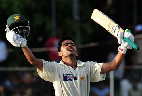 Fawad Alam raises his bat after he scored a century during the second day of the second Test match between Pakistan and Sri Lanka at The P. Saravanamuttu Stadium in Colombo on July 13, 2009. (AFP Photo)