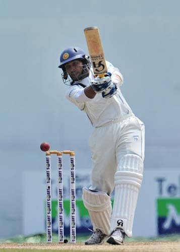 Tillakaratne Dilshan bats during the second day of the second Test match between Pakistan and Sri Lanka at The P. Saravanamuttu Stadium in Colombo. (AFP Photo)
