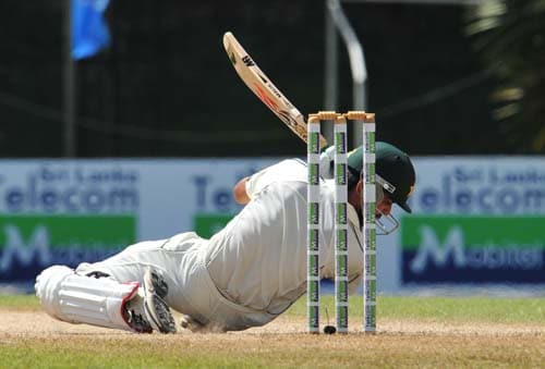 Fawad Alam avoids a bouncer during the second day of the second Test match between Pakistan and Sri Lanka at The P. Saravanamuttu Stadium in Colombo. (AFP Photo)