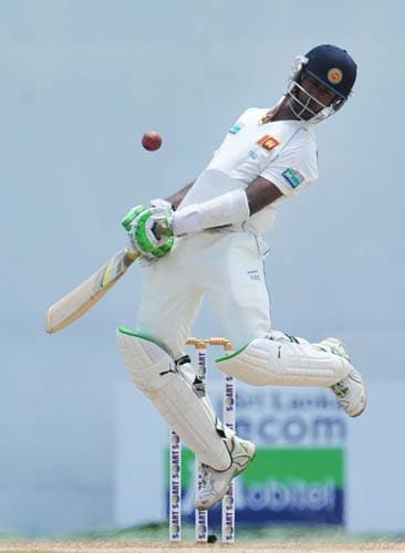 Nuwan Kulasekara avoids a bouncer during the second day of the second Test match between Pakistan and Sri Lanka at the P. Saravanamuttu Stadium in Colombo. (AFP Photo)