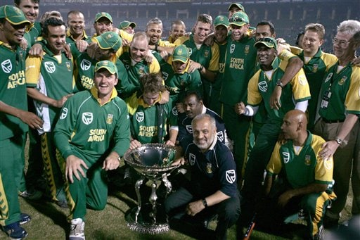 South African players and officials pose with trophy after they won the series and fifth one-day international cricket match at Gaddafi Stadium in Lahore, Pakistan on Monday.