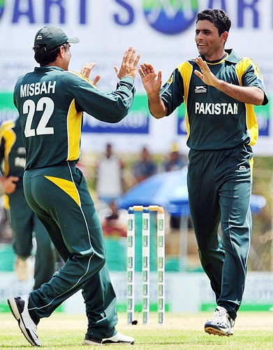 Abdul Razzaq celebrates with teammate Misbah-ul-Haq the dismissal of Upul Tharana during the first One-Day International match between Sri Lanka and Pakistan in Dambulla. (AFP Photo)