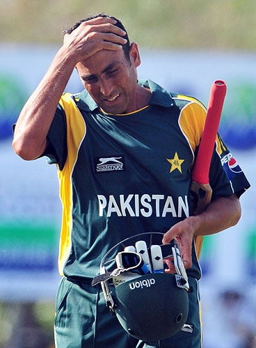 Younis Khan walks back to the pavilion after his dismissal during the first One-Day International match between Sri Lanka and Pakistan in Dambulla. (AFP Photo)