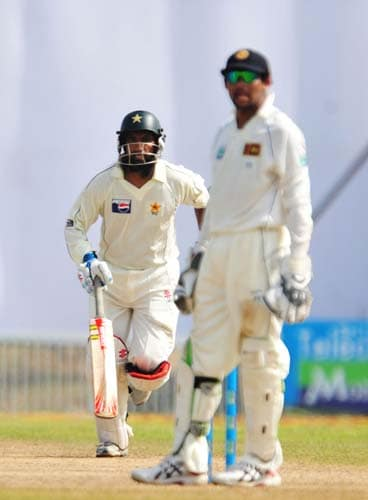 8. Mohammad Yousuf runs between wickets as Tillakaratne Dilshan looks on during the second day of the first Test match between Pakistan and Sri Lanka at The Galle International Stadium in Galle. (AFP Photo)
