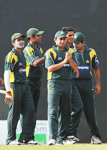 Pakistan cricketers celebrates after dismissing Mahela Jayawardene during the third One-Day International match between Sri Lanka and Pakistan at The Rangiri Dambulla International Cricket stadium in Dambulla. (AFP Photo)