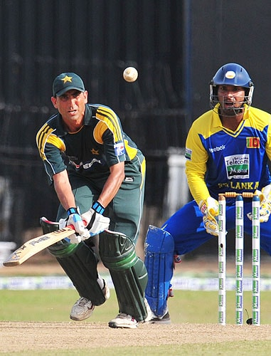 Younus Khan plays a shot as Kumar Sangakkara looks on during the fifth and final One-Day International match between Sri Lanka and Pakistan at The R Premadasa Stadium in Colombo. (AFP Photo)