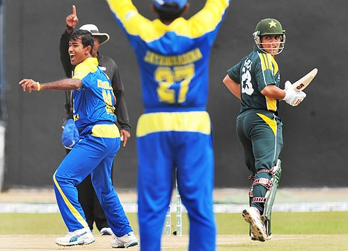 Nuwan Kulasekara celebrates after dismissing Kamran Akmal during the fifth and final One-Day International match between Sri Lanka and Pakistan at The R Premadasa Stadium in Colombo. (AFP Photo)