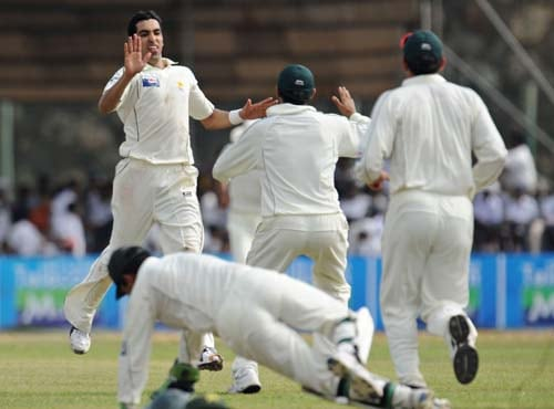 Umar Gul celebrates with teammates after dismissing Angelo Mathew during the first Test match between and Sri Lanka at The Galle International Stadium. (AFP Photo)