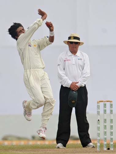 Mohammad Aamer bowls during the first Test match between and Sri Lanka at The Galle International Stadium. (AFP Photo)