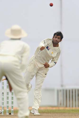 Shoaib Malik bowls during the first Test match between and Sri Lanka at The Galle International Stadium. (AFP Photo)