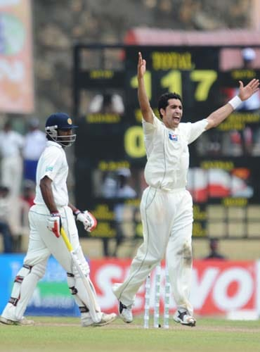 Umar Gul unccessfully appeals against Tharanga Paranavitana during the first Test match between and Sri Lanka at The Galle International Stadium. (AFP Photo)
