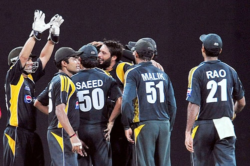 Shahid Afridi celebrates with teammates after the dismissal of Chamara Kapugedera during a Twenty20 match between Sri Lanka and Pakistan in Colombo. (AFP Photo)