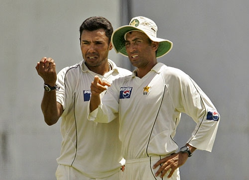 Younus Khan, right, talks to bowler Danish Kaneria while setting field during the last day of their third Test match between Sri Lanka and Pakistan in Colombo. (AP Photo)