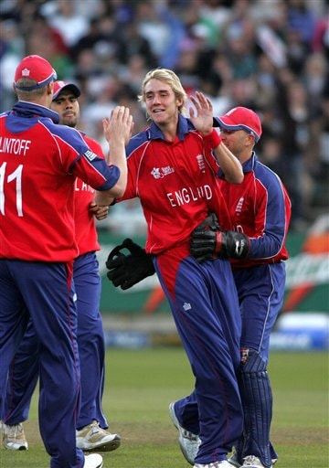 England's Stuart Broad, middle, celebrate with his teammate after dismissing South Africa's JP. Duminy during World Twenty 20 cricket Championships at Newlands in Cape Town, South Africa, Sunday, Sep. 16, 2007.