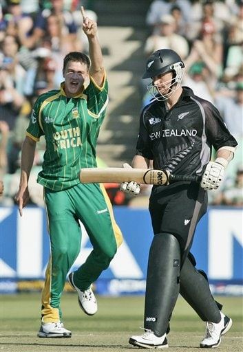 South Africa's Morne Morkel, left celebrates the dismissal of New Zealand's Shane Bond during their Twenty20 World Championship Cricket match in Durban, South Africa, Wednesday, Sept. 19, 2007.