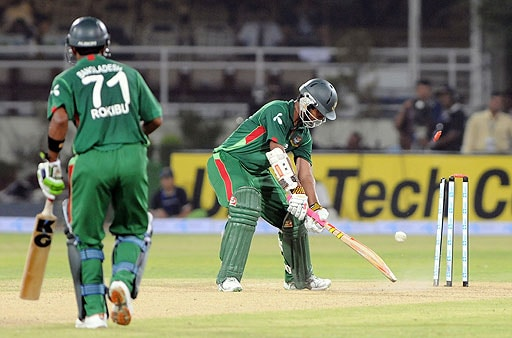 Bangladeshi cricketer Tamim Iqbal Khan watches his bails go in the air after being clean bowled by Nuwan Kulasekera during the Asia Cup at Gaddafi Stadium in Lahore, Pakistan on June 25, 2008. (AFP Photo)