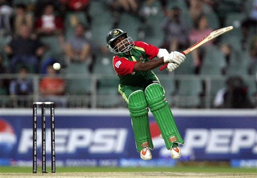 Bangladesh's batsman Aftab Ahmed takes evasive action against a bouncer from Sri Lanka's bowler Dilhara Fernando, unseen, during their Super Eight Twenty20 World Championship cricket match at the Wanderers Stadium in Johannesburg, South Africa, Tuesday, Sept. 18, 2007.