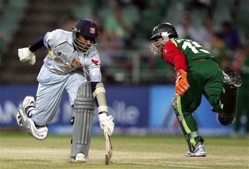 Sri Lanka's batsman Mahela Jayawardene, left, makes a run as Bangladesh's wicketkeeper Mushfiqur Rahim, right, attempts a run out during their Super Eight Twenty20 World Championship cricket match at the Wanderers Stadium in Johannesburg, South Africa, Tuesday, Sept. 18, 2007.