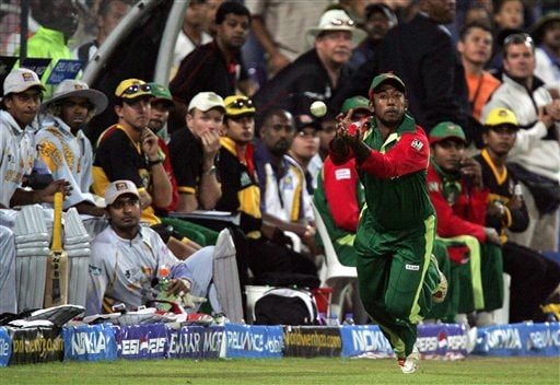 Bangladesh's fielder Aftab Ahmed misses a catch during their Super Eight Twenty20 World Championship cricket match against Sri Lanka at the Wanderers Stadium in Johannesburg, South Africa, Tuesday, Sept. 18, 2007.