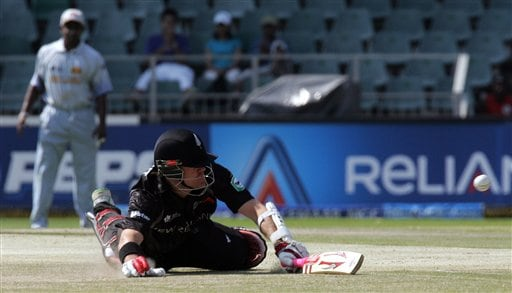 New Zealand's batsman Lou Vincent, right, survives a run out as Sri Lanka's fielder Sanath Jayasuriya, left, looks on during their Twenty20 World Championship cricket against Sri Lanka at the Wanderers Stadium in Johannesburg, South Africa, Saturday, Sept. 15, 2007.