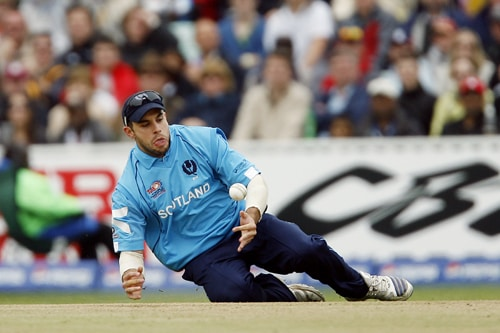 Kyle Coetzer of Scotland drops a catch during their ICC World Twenty20 match against New Zealand at The Oval in London. (AFP Photo)