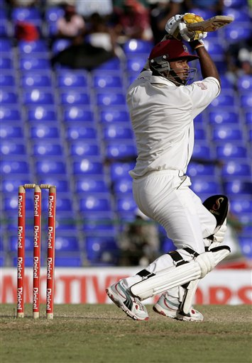 West Indies batsman Daren Ganga bats against India in the second innings on the fourth day of the third cricket Test match at Warner Park in Basseterre, St Kitts, Sunday, June 25, 2006. (AP Photo/Lynne Sladky)